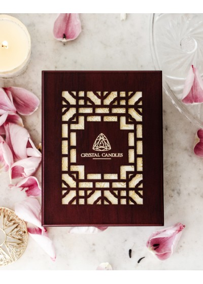 Eleganckie świece zapakowane w drewniane pudełko Luksusowy prezent